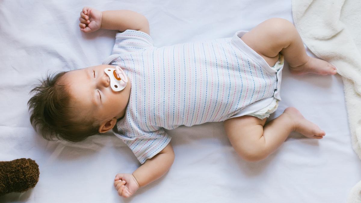 秋 赤ちゃん 寝る 時 服装