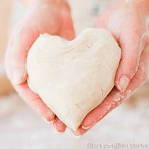 バレンタインにぴったりのパンレシピ。初めてでも簡単にパンを作るコツ