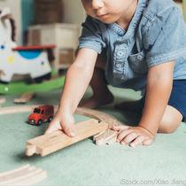 4歳の男の子が楽しむおもちゃの種類。遊び方や収納方法