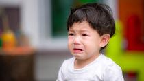 寝ない、泣き続けるなど子どもがぐずるときの対応と親が意識すること