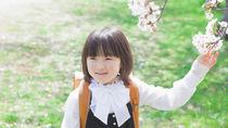 ショートヘアの女の子向けの入学式の髪型。短くてもかわいいアレンジ