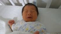 生後1カ月の赤ちゃんが夜泣きをするとき。行った対策法とは