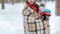 抱っこ紐の防寒用ケープについて。選ぶポイントや代用アイデア