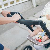 1歳児のベビーカー事情。乗らないときの対応や赤ちゃんが喜ぶおもちゃ