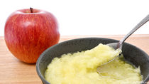 離乳食に役立つりんご。時期別の進め方やレシピ、活用できるシーン