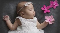 赤ちゃんの退院用セレモニードレス。季節別に用意するものや肌着など