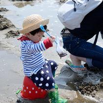 子どもといっしょに潮干狩りを楽しもう!潮干狩りのグッズや服装