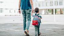 保育園に子どもを預ける共働き家庭の送迎や役割分担