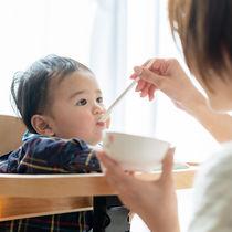 離乳食初期(5~6カ月)に取り入れる食材と進め方のポイント