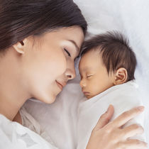 生後2カ月の赤ちゃんの生活。ママの悩みや対策法、便利な育児グッズ