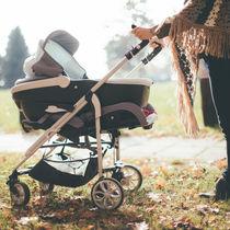 赤ちゃんとのお出かけに大活躍。便利でオシャレなベビーカーアクセサリー9選