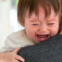 1歳児がぐずるとき。ママたちに聞いた夜泣きをする理由や対応策