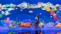 チームラボが来場者の描いた魚たちが世界中の展覧会を回遊する体験を公開