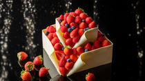 コンラッド東京がクリスマスケーキ&スイーツの予約を受付中
