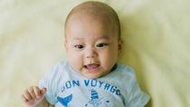 生後6カ月の赤ちゃん服、季節ごとの選び方や着せ方のコツ