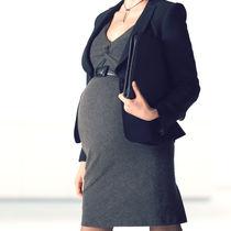 妊婦の仕事着は何を着るべき?妊娠中の服装や靴の選び方のポイント