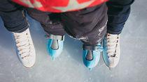 子どものスケートはスキーウェアでも大丈夫?服装や道具や練習方法