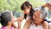 祖父母の孫育ての役割、お世話や接し方。共働き夫婦にきく気をつける点