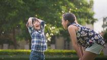 雨の日でも子どもが大人数で遊べる!屋内や外でできる遊びを紹介