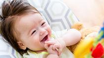 赤ちゃんにおもちゃのプレゼント。人形や輪投げなど、人気のおもちゃを紹介