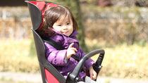 子乗せ自転車の便利グッズ。ヘルメットやシート以外にも役立つアクセサリーを紹介