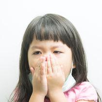 【小児科医監修】子どもの咳が止まらない。長引く咳を止めるホームケアや方法