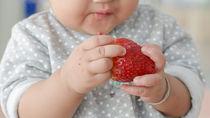 離乳食はいつから?いちごの離乳食時期別の進め方とアイディア
