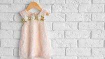 赤ちゃんのドレスを選ぶときのポイント。シーン別の選び方や小物など