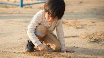 公園遊びで役立つおもちゃや便利グッズとは。親子で作れる手作りおもちゃなど