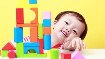 1歳の男の子が遊ぶおもちゃ。室内や外遊び用などシーンによっての選び方