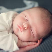 【体験談】ママたちが実践した生後2カ月から1歳までの赤ちゃんの寝かしつけ方法