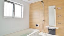 お風呂場の鏡の掃除。バスルームの鏡を汚れにくくする工夫とは