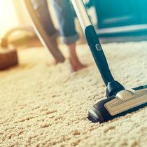 絨毯や敷き込みカーペットの掃除のコツ。重曹を使った方法やおすすめグッズ