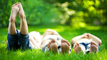 3人でできる遊び。3歳児の公園やアウトドアでの遊び、室内遊びなど