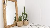 鏡を簡単に掃除する方法。クエン酸とお酢の活用方法、100均や家庭でも揃う意外なおすすめグッズとは