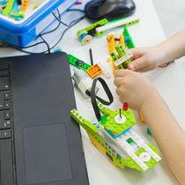 子どもの習い事ランキングに入るプログラミング。はじめる平均年齢や費用は?