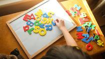 子どもの習い事、英語はいつからがいいのか。人気の幼児教室、月謝や送迎、やめどきは
