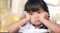 子どもが食事に集中しない、集中できない場合の原因と対処法