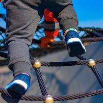 寒い季節の子ども用パンツには、裏起毛タイプを選ぼう。合わせ方や活用方法
