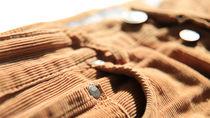 コーデュロイ素材のキッズスカート。デザインや合わせ方は