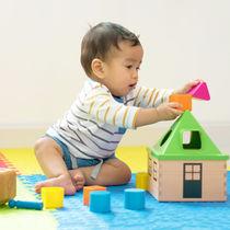 生後9カ月の赤ちゃんが楽しめる遊び。おもちゃを使った遊び方やおすすめの遊び場