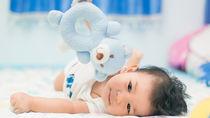 生後7カ月の赤ちゃんの遊び。遊び場や外遊び、家での室内遊びとおもちゃ