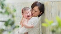 生後4ヶ月の赤ちゃんが抱っこしても泣き止まないときは?対処法や抱っこ以外の接し方