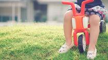 2歳児に三輪車は必要?初めて乗る三輪車の種類や遊び方