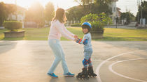 ローラースケートの乗り方や教え方、滑り方のコツと練習に最適な場所と必要なもの