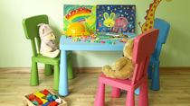 子ども用のキッズテーブル。折りたたみなどの種類や年齢別おすすめの使い方