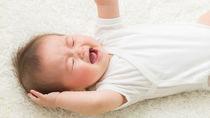 生後8カ月の赤ちゃんの夜泣きはいつまで続くの?ミルクや添い乳などの対策