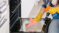 オーブンの掃除方法について。汚れを落とす簡単な方法やコツ
