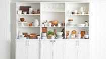 食器棚の簡単なお掃除方法。コツや裏ワザ、楽にきれいを保つ方法とは
