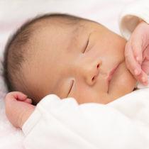 【体験談】新生児を寝かしつける時間はどのぐらい?方法やコツを調査